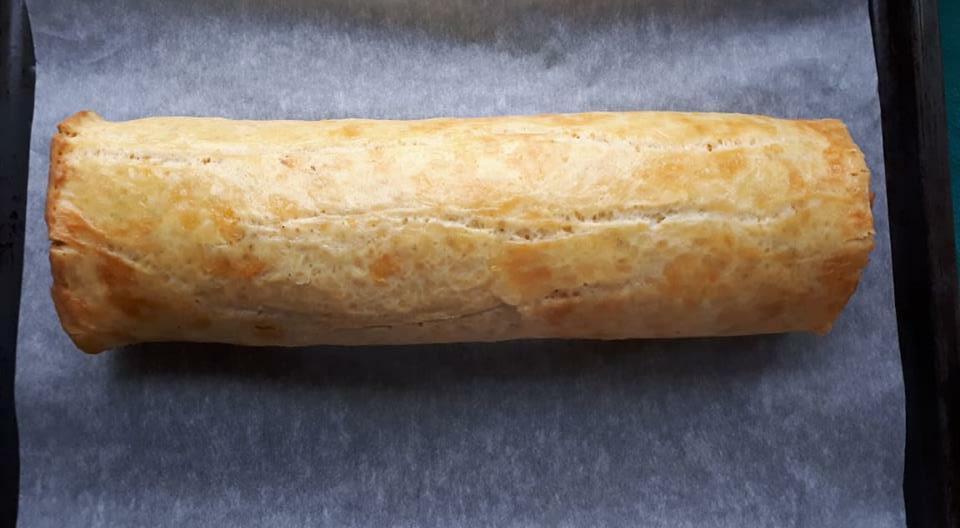 Pieczona rolada serowa z mięsem mielonym